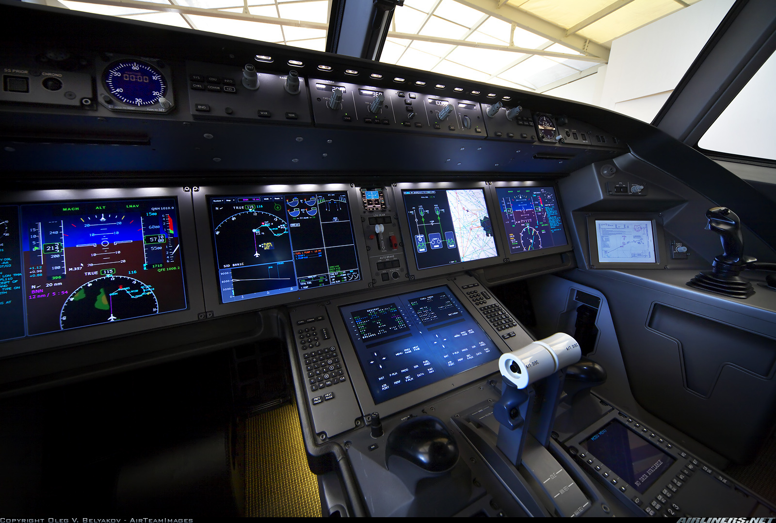 طائرة ركاب روسية جديدة تكمل أولى رحلاتها Attachment